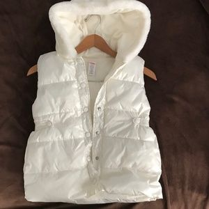 LIKE NEW Fleece-lined girls hooded puffer vest
